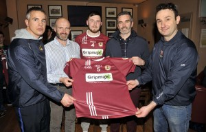 REPRO FREE 30.03.2017 Glen and Keith O'Callaghan of GRIPMAX/PVC Fabrications presenting set of jerseys to Mark O'Driscoll, captain Bishopstown Senior Hurlers, Martin Hayes and Mark Cogan, Manager and Selector respectively. Picture: Mike English